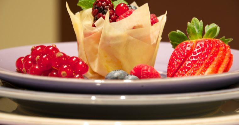 Berries phyllo basket (Canasta de pasta filo con frutos rojos)