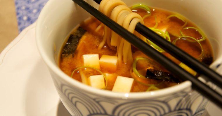Sopa miso con udon