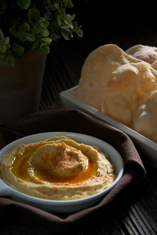 Hummus y mini pan taboon o laffa