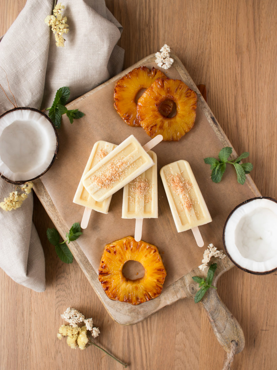 Polos de piña caramelizada, coco y ron | Caramelized pineapple, coconut and rum popsicles