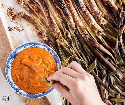 #instarecipe · Calçots con salsa romesco | Calçots with romesco sauce ·