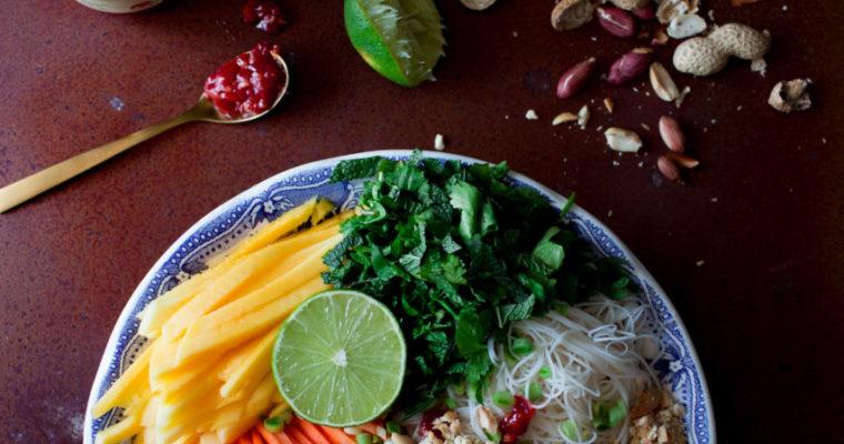 Ensalada tailandesa de fideos de arroz | Thai rice noodle salad