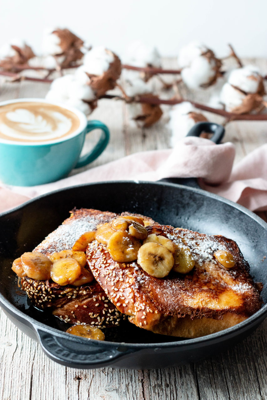 #instarecipe · Tostadas francesas con plátano flambeado | French toasts with bananas flambe ·