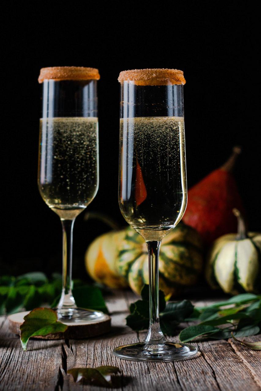#instarecipe · Cóctel de manzana, cava y caramelo | Apple, caramel, and champagne cocktail ·